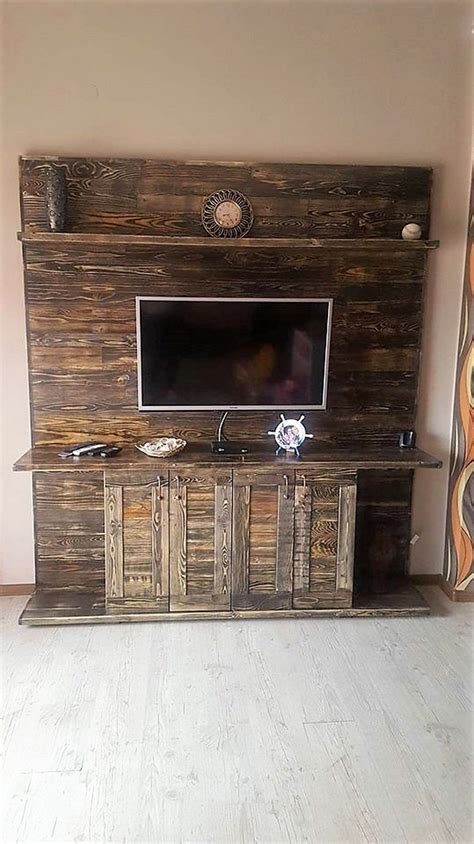 Wood Pallets Made Entertainment Center ? TV Stand   Pallet