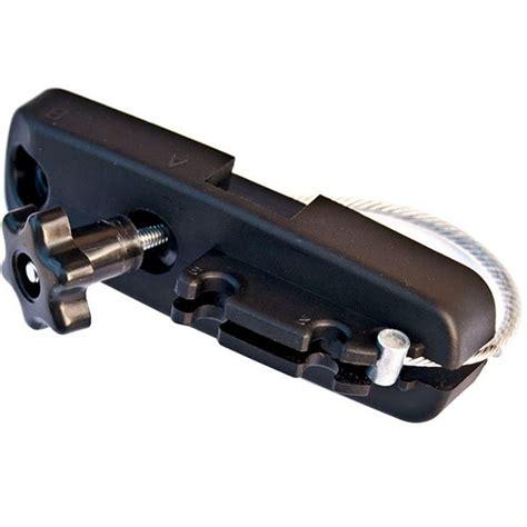 kit de fixation des coffres g3 hydra pour barres de toit larges feu vert