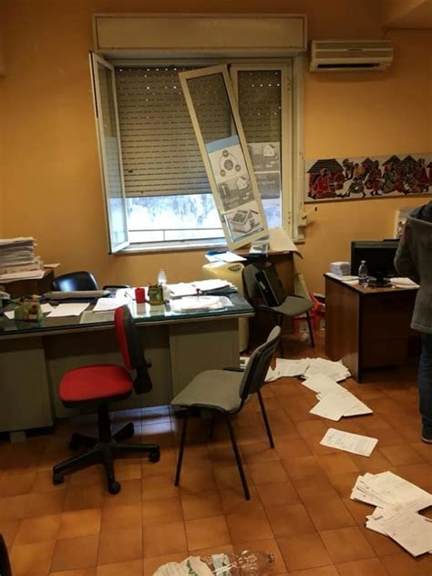 Comune Di Maglie Ufficio Tributi acireale intimidazione all ufficio tributi il sindaco