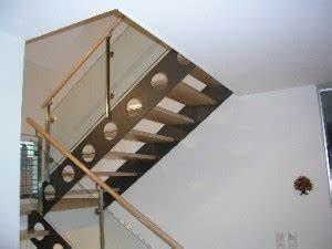 Stahltreppe Mit Holzstufen : stahlwangentreppe typ sw16 stahltreppe mit flachstahlwangen und glasgel nder ilshofener ~ Orissabook.com Haus und Dekorationen