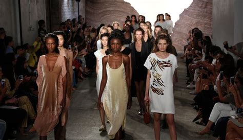 fashion week le luxe 233 thique de maiyet adopte le cool new