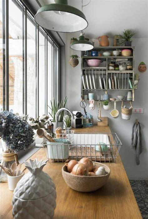 cuisine ikea en bois le rangement mural comment organiser bien la cuisine