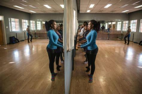 La danse classique entre sur scène dans le township de