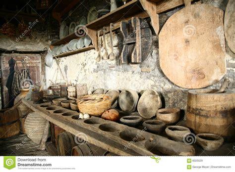 r駭 vieille cuisine vaisselle ancienne dans la vieille cuisine images libres de droits image 6025529