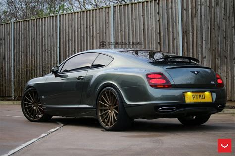 bentley sports bentley continental gt supersports struts its new shoes