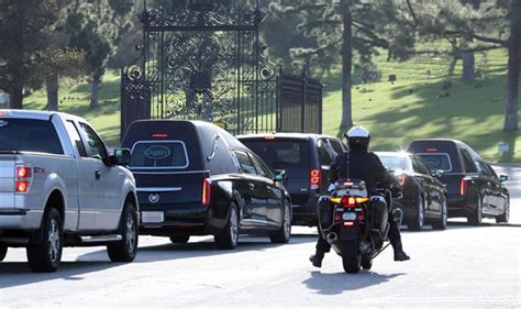 debbie reynolds buried final farewell carrie fisher and debbie reynolds laid to