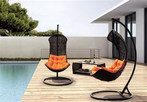 chaise balance 15 outdoor chaise lounges that you can buy right now