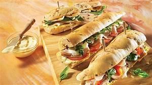 Idée Repas Pique Nic : trio de sandwichs pour pique nique recettes iga pain ~ Melissatoandfro.com Idées de Décoration