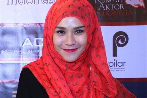 Wanita Hamil 46 Tahun Zaskia Mecca Ambil Pekerjaan Di Bulan Ramadhan Uzone