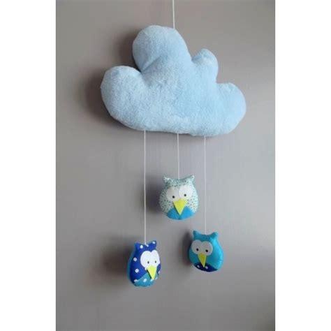 mobile chambre bébé mobile fait avec des hiboux suspendus à un nuage