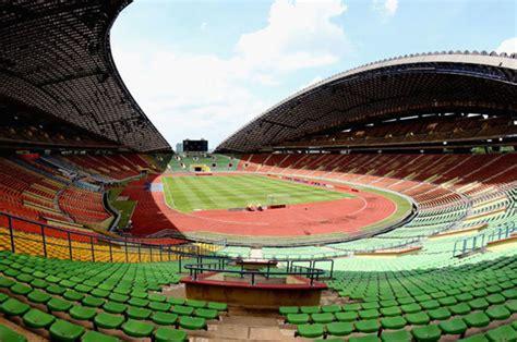 biggest football stadiums   world wembley bernabeu