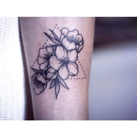 top  des tatouages fleur de cerisier allotattoo