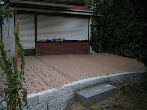 terrasse mit mauer terrasse mit kleiner mauer umrandung als landhausterrasse oder valdolla
