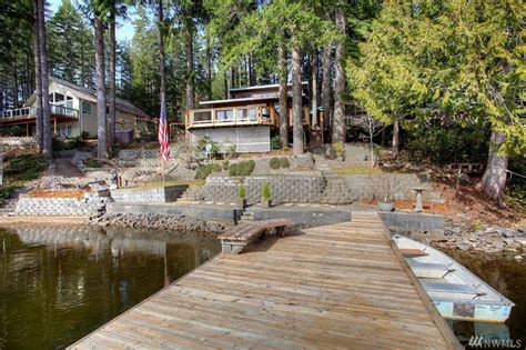Lakefront Retreat by Vacation Ready Lakefront Retreat With 4 Bedroom Home