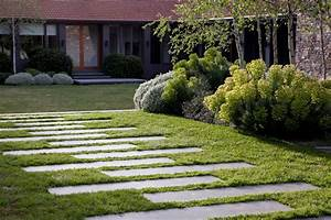 Garden stepping stone design and ideas inspirationseekcom for Garden stepping stone ideas