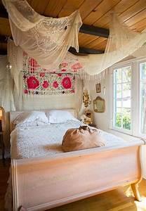 Boho Style Wohnen : 50 schlafzimmer ideen im boho stil in 2019 bett ~ Kayakingforconservation.com Haus und Dekorationen