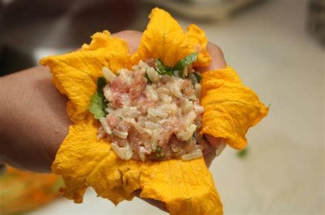 comment cuisiner les courgettes jaunes fleurs de courgette et de potiron farcies la cuisine à quatre mains
