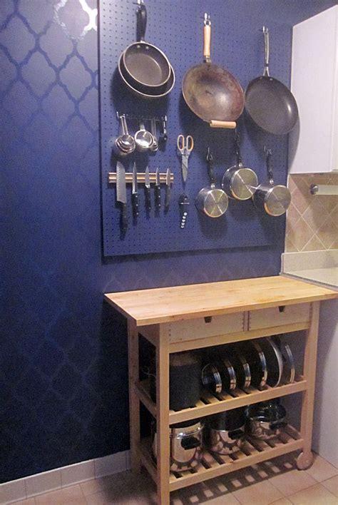 Pegboard Kitchen Ideas by Best 25 Kitchen Pegboard Ideas On Wall