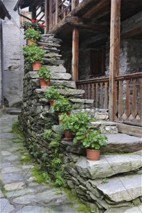 Treppenaufgang Außen Bilder by Treppenaufgang Blumen Haus Au 223 En Rima Piemont