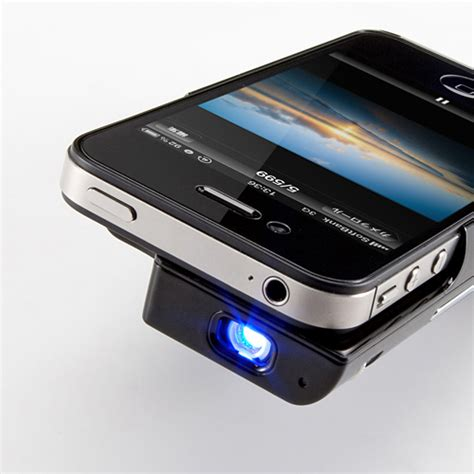 iphone projector mini projector for your iphone 4 4s realitypod