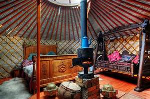 Traditional Yurt Interior | Home Round Home | Pinterest ...