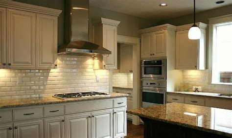 designs for kitchen backsplash 25 best ideas about repainted kitchen cabinets on 6670