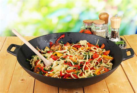 cuisine wok facile recette au wok facile poulet nouilles stoves
