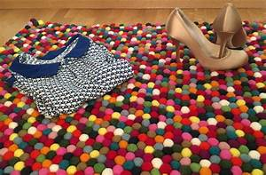 un tapis multicolore pour une entree coloree clem around With tapis boules multicolores