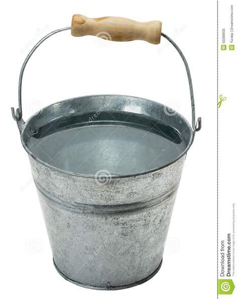 metal pail repassez le seau avec de l 39 eau d 39 isolement sur le fond