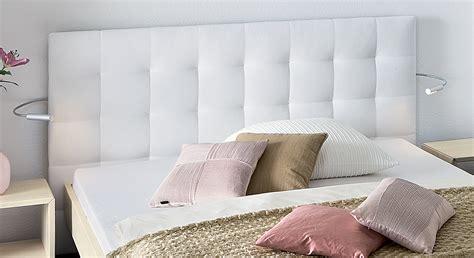 Bett Mit Wandpaneel by Massivholzbett Mit Wandpaneel Als Hohes Kopfteil Bianco