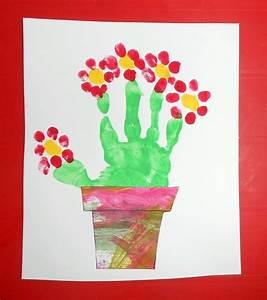 Activite Enfant 1 An : fleurs pot panier empreinte mains bebe enfant activite ~ Melissatoandfro.com Idées de Décoration