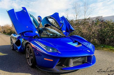 laferrari    blue