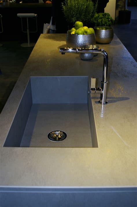 installer evier cuisine evier de cuisine intégré au plan de travail monprojetcuisine fr