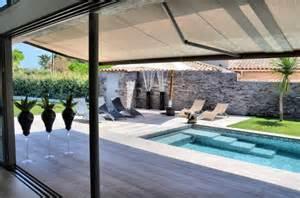 voiture de mariage construction d 39 une villa moderne à cassis décoration d 39 intérieur et composition florale var