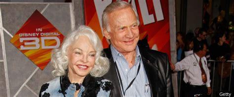 buzz aldrin divorce astronaut splits   wife lois