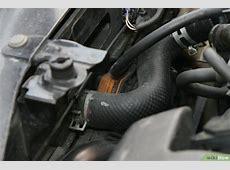 Cómo reemplazar una manga de radiador que tiene una fuga