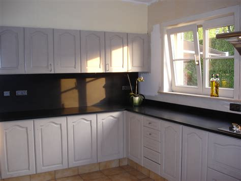 Eiken Keukenkastjes Verven eikenhouten keukenkasten schilderen colora be
