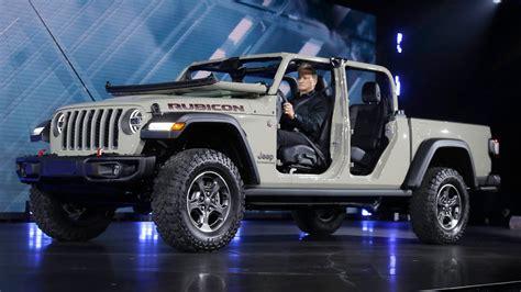 jeep gladiator reveal  truck debuts  la auto show