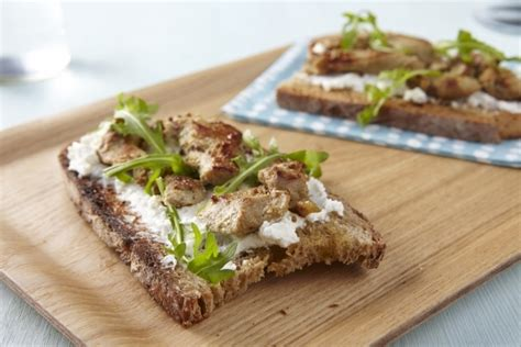 reconversion professionnelle cuisine recette de bruschetta de panisse sardines et tomates confites chantilly de basilic