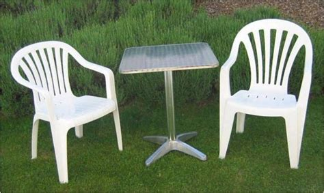 morges free small garden table and 2 white plastic