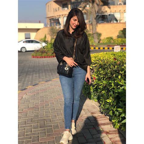 latest clicks  actress areeba habib  paris pakistani