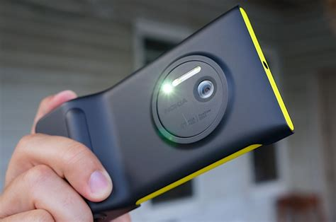 lumia 1020 grip nokia lumia 1020 grip review pocketnow