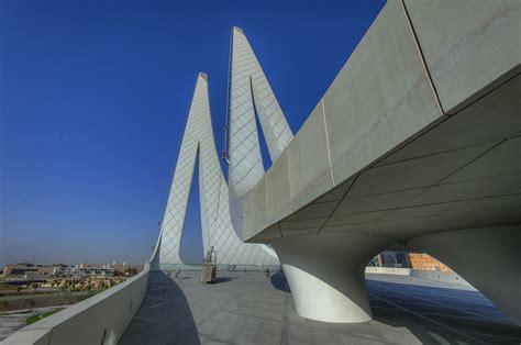 photo    concrete pillars  education city