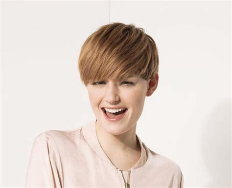 Coupe De Cheveux Carré Court Coupe Au Bol Styl 233 E Psychologies