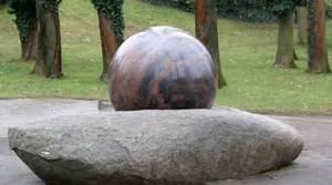 Boule Decorative Extérieure : fontaine boule somat d cor marbrier de d coration ~ Teatrodelosmanantiales.com Idées de Décoration
