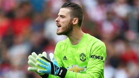 David de gea is a spanish professional footballer, who is associated with 'manchester united' and the spanish national team. David de Gea new contract: 'He makes far too many mistakes' - Man Utd goalkeeper 'lucky' to get ...