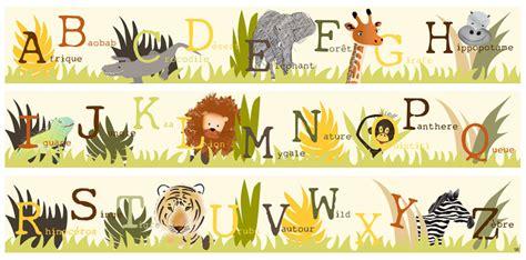 papier peint chambre bébé fille frise abécé safari dans la jungle