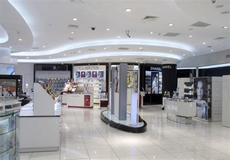 Floor Tile Stores by Shop Flooring Fitting Retail Store Floors Around The Uk
