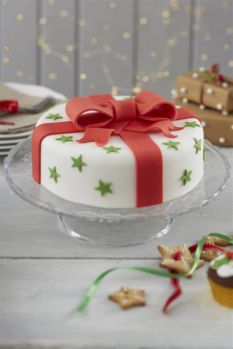 How To Make A Traditional Bow Christmas Cake