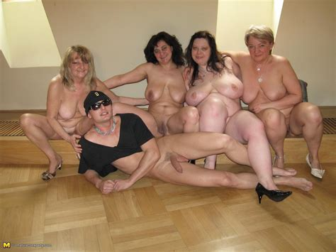 this hot mature sexparty gets wild pichunter